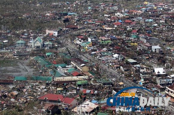 菲律宾灾民抢劫米仓 墙体倒塌8人死亡