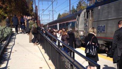 赴纽约火车变轨出错驶入地铁系统开到费城(图)