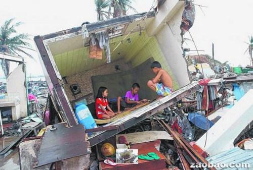 """台风摧毁菲律宾中部大片地区灾民处处为""""家"""""""