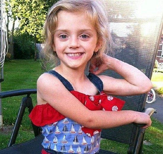 莱克茜是个非常漂亮的小女孩