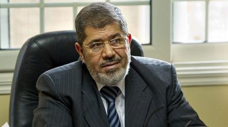 埃及法院就谋杀示威者罪名对穆尔西进行审讯