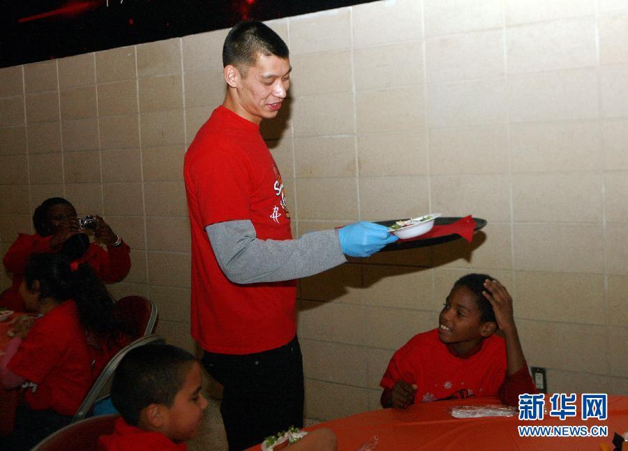 (体育)(4)篮球——NBA:火箭队联手中国企业送感恩节大餐
