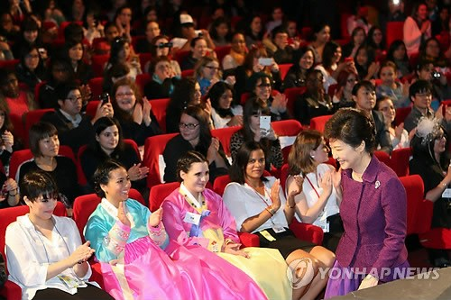 朴槿惠出席法国韩剧派对