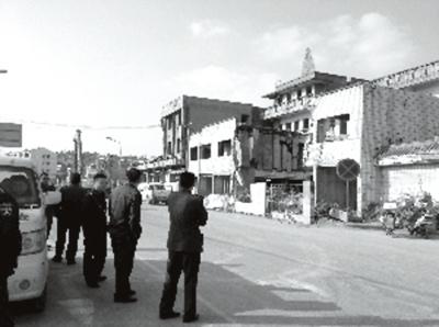 南京一街道办出动城管阻强拆称被逼做钉子户