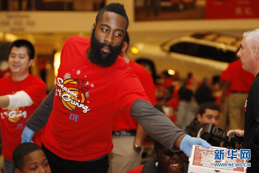 (体育)(7)篮球——NBA:火箭队联手中国企业送感恩节大餐