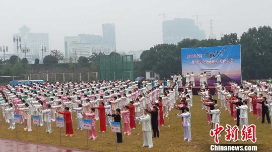 """全国""""百城千村""""健身气功交流展示天台大会现场。 天台 摄"""