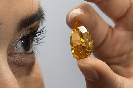 一枚重达14.82克拉的橙色钻石日前在瑞士日内瓦以3550万美元(约合人民币2.16亿元)的高价拍出。
