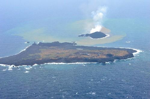 日媒称小笠原群岛附近新火山岛正茁壮成长(图)