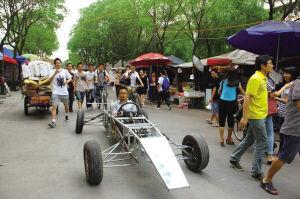 宁波大学一名机械制造专业学生造了一辆F1赛车