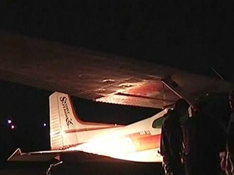 美国两架小飞机高空相撞跳伞员及驾驶员均幸存