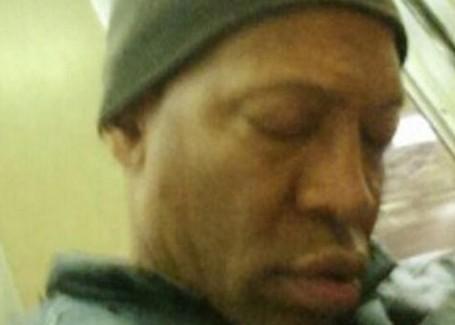 纽约男子地铁上猥亵男青年欲强迫其从事性活动