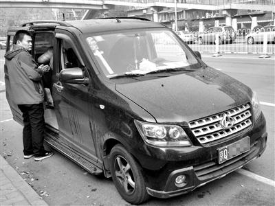 11月1日,京QDX591车上,新京报记者目击短信群发商利用伪基站群发垃圾短信全程。