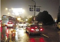 """杭州市区某道路路口""""诡异""""危险 昨日再夺生命"""