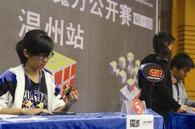 温州女生单手还原魔方破世界纪录:16秒26!