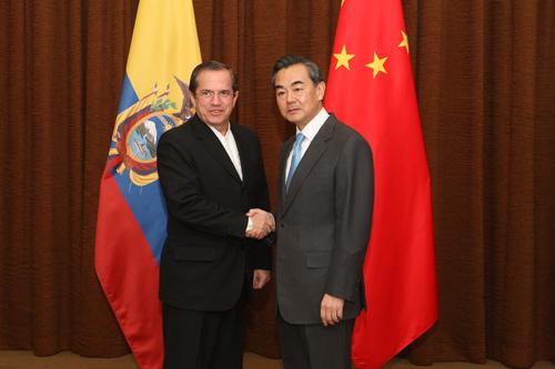王毅与厄瓜多尔外长共同主持两国外交政治磋商
