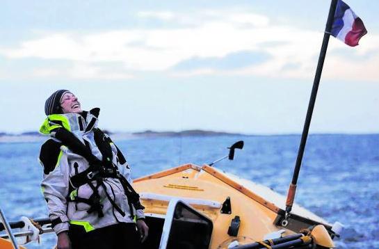 女子以皮划艇成功横渡大西洋挑战12米巨浪(图)