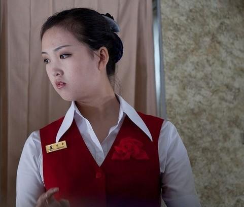 朝鲜空姐或受金正恩指示换新装:裙子变短