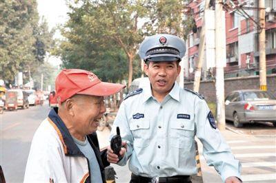 9月27日,梁国勇在丰台看丹桥巡查,因周边环境好转,居民都不让他换岗。