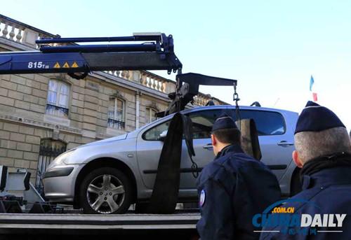 意大利一名男子驾车撞击法国爱丽舍宫大门被捕