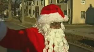 美国枪击频发圣诞老人难幸免送礼物被空气枪击中