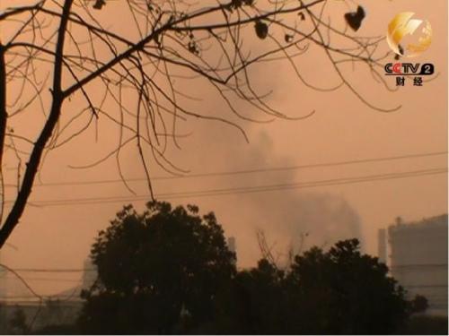 在牛车垛村可以看到从钢厂飘来的烟雾
