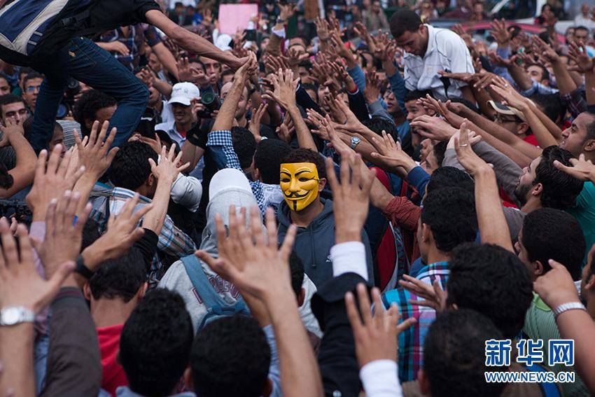 12月1日,埃及首都開羅,示威者在解放廣場示威游行。新華社記者 崔新鈺攝