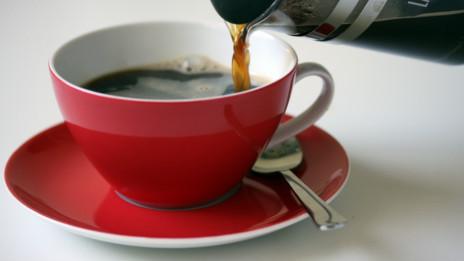 法国一咖啡馆提供低价咖啡奖励有礼貌顾客