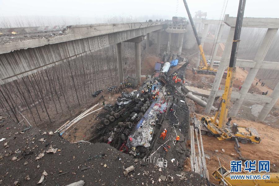 """盘点""""烂尾""""新闻:连霍大桥垮塌调查10月未见结果"""