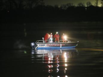 中国富豪波尔多坠机后续:部分飞机残骸打捞出水