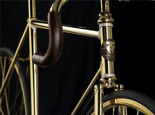 自行车手柄选用高档皮革,通过人工缝制而成。