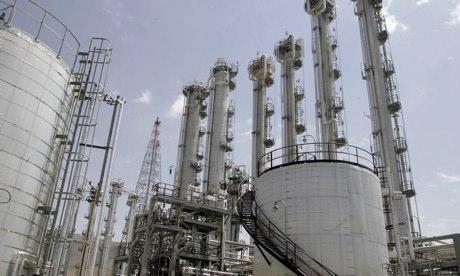 国际核查人员查看伊朗重水厂考验伊核协议承诺
