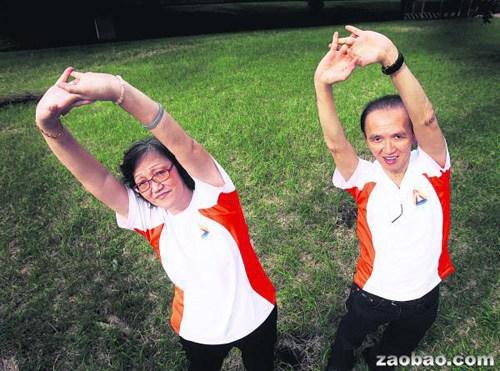 """新加坡逾2000华人练习""""返老还童呼吸法""""(图)"""