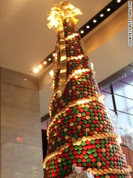 美国北卡罗莱纳州的一家旅馆烘焙了8000个马卡龙,来搭建自己的圣诞树。
