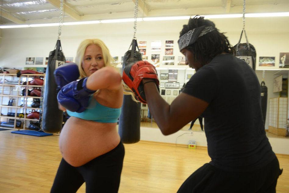 怀孕女子练习空手道 医生鼓励认为有益健康