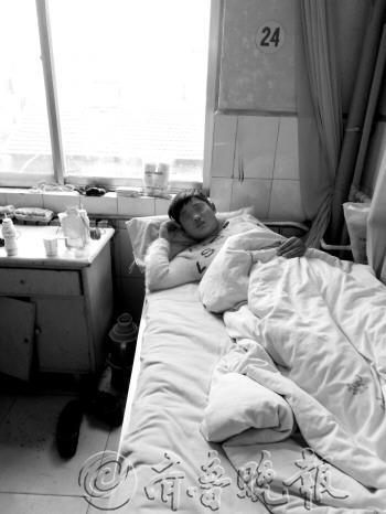 20日被打后,李胜一直住在医院。