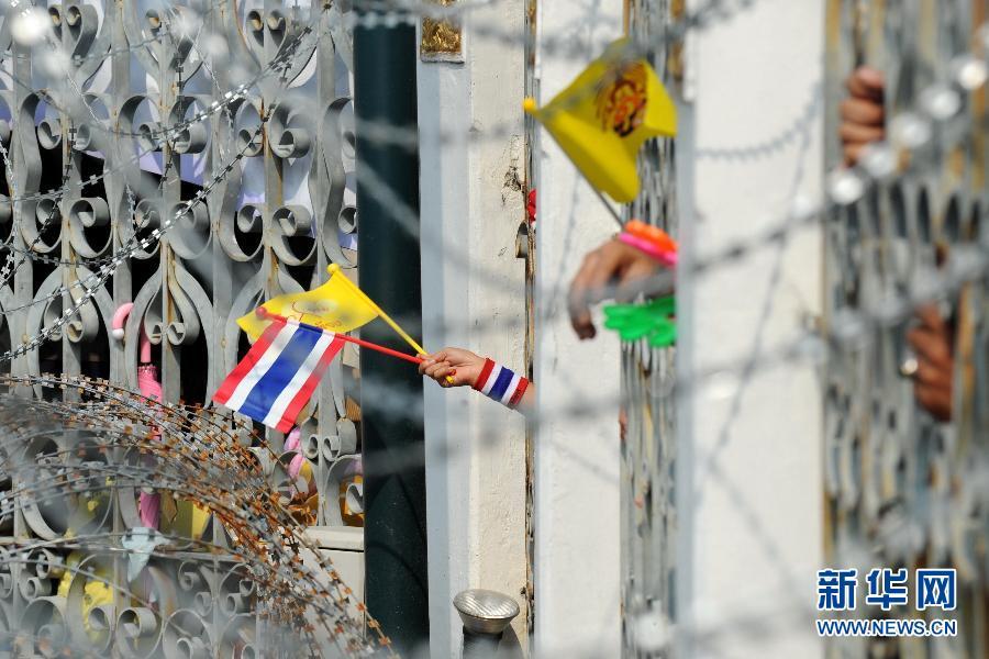 (国际)(5)泰国反政府示威者要求英拉交权
