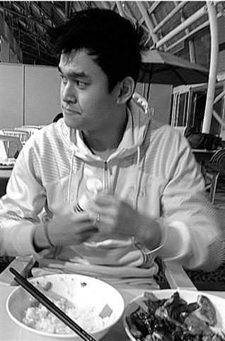 重新出现在镜头前的孙杨明显胖了不少。 图片来源央视记者微博