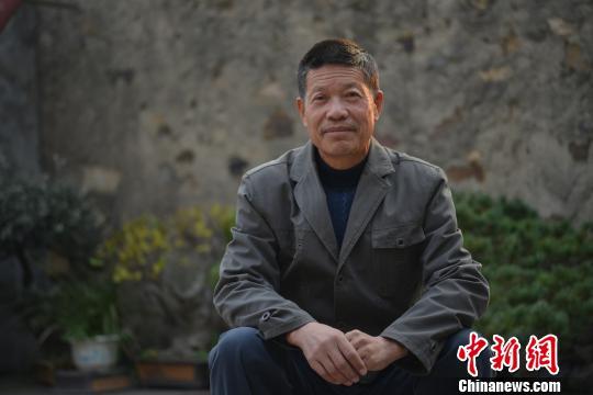 图为:浙江舟山锣鼓传承人朱良成 林家栋 摄