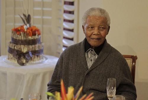 南非国父曼德拉去世各国体育界人士向其致敬