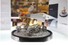 嫦娥三号发射7个小时 义乌商人的登月车模型上市