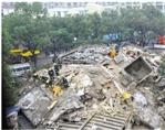 去年12月16日中午12点10分,楼塌现场。本报记者 盛高 史朵朵 摄