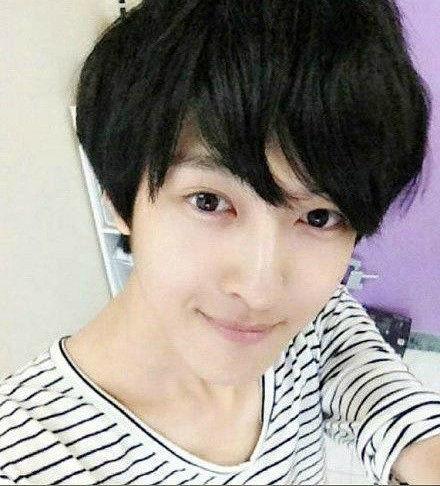 18岁男孩因美貌爆红韩国 专家鉴定没整容