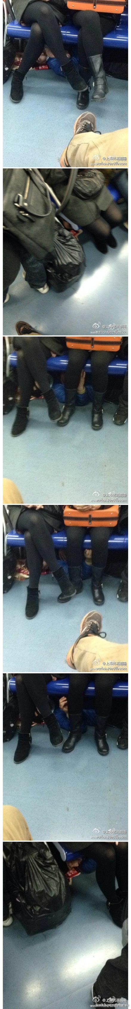 地铁二号线座位底下惊现奇葩摸腿猥琐男