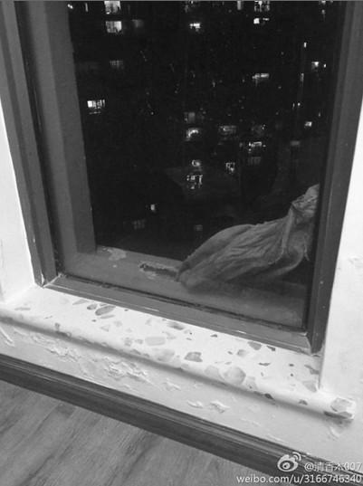 台面惊现编织袋 图片来自微博