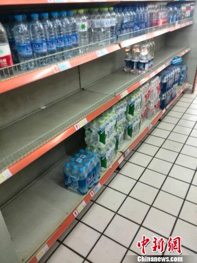 超市水柜见空 莫慧芳 摄