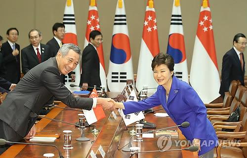 韩国新加坡举行首脑会谈共谋合作之路(图)