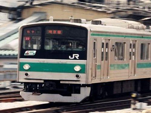 日本电车多名男女裸体玩自拍被指猥亵罪遭法办