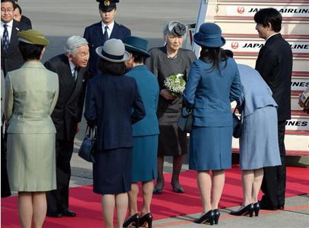 日本天皇夫妇结束对印度访问回国