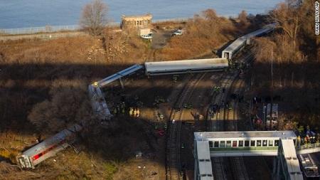 纽约列车脱轨路段7月曾出事故两事故应无关联