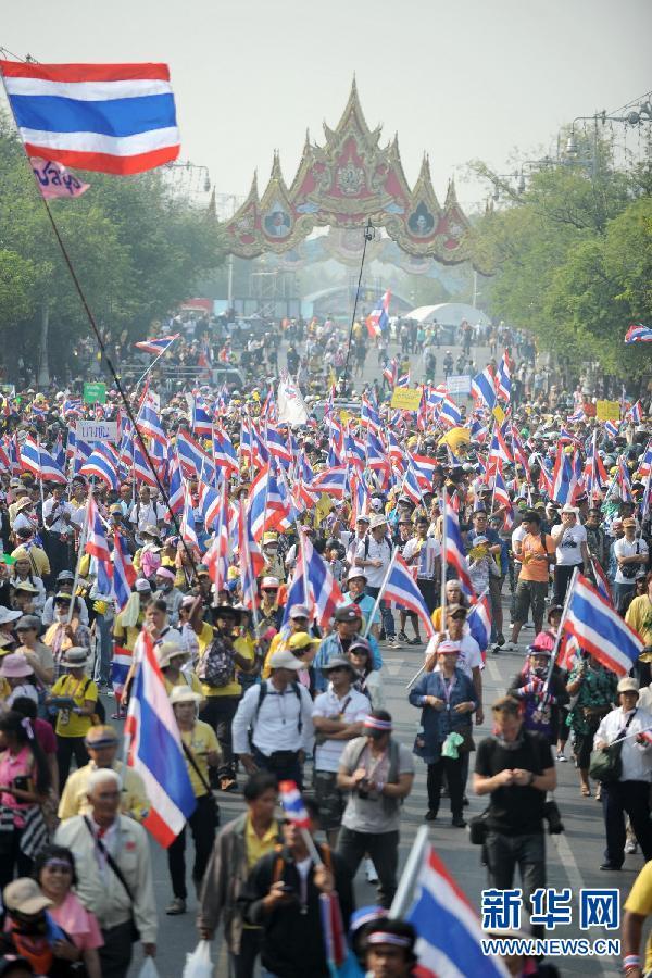 (国际)(7)泰国反政府示威者要求英拉交权